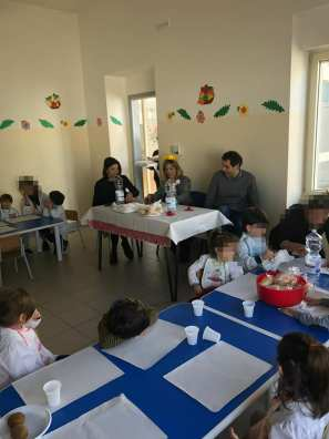 pranzo con i bambini della materna - patù (6)