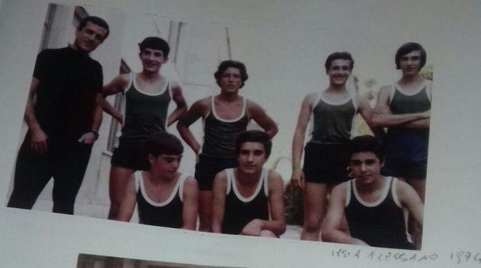 Don Tonino e una squadra dell'Ipsia di Alessano del 1974