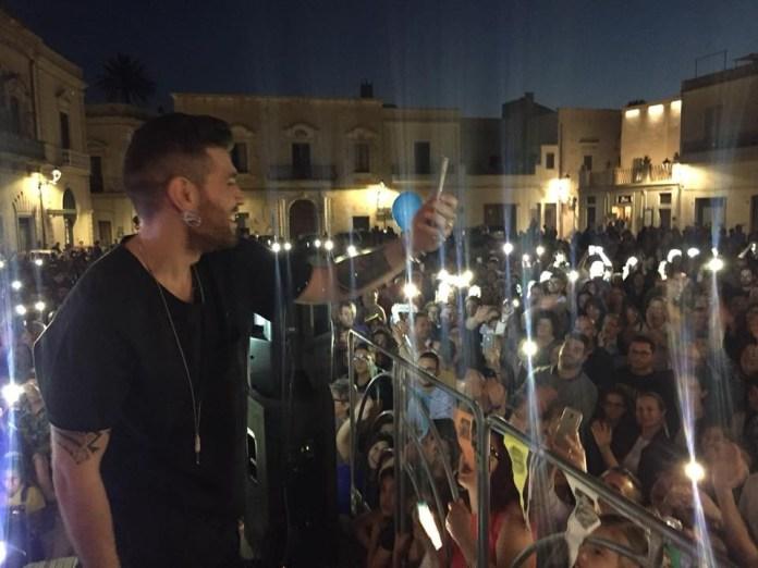 Matteo Cazzato e i suoi fan in piazza del Popolo