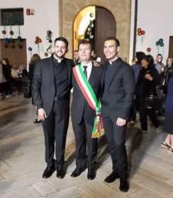Don Simone Napoli, il sindaco Giuseppe Tanisi e don Luigi Previtero