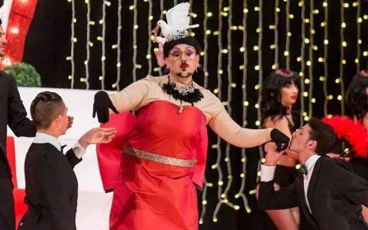 """Alberto Greco nello spettacolo """"50 sculature di rosso"""""""
