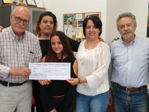 L'assegno da 6.520 euro consegnato l'11 maggio 2018 in redazione alla Lilt