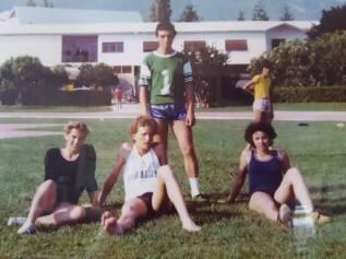 Gabriella Stea (a destra) con alle spalle Pietro Mennea