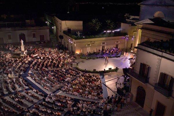 Piazza San Vincenzo durante una delle scorse edizioni del Premio