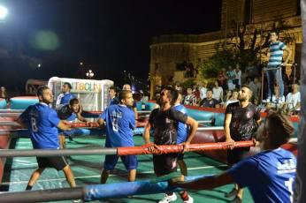 Un momento della seconda edizione del calcio balilla umano