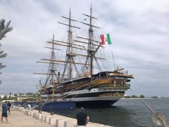Il liceo Comi di Tricase in visita alla Vespucci nel porto di Brindisi (2)