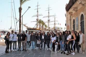 Il liceo Comi di Tricase in visita alla Vespucci nel porto di Brindisi (3)