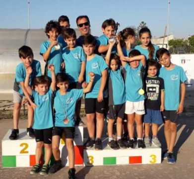 Alcuni dei giovani premiati di Atletica Taviano 97