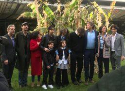 Samuele Carrino con gli attori della fiction