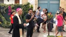 Patù, monsignor Vito Angiuli benedice l'Infiorata