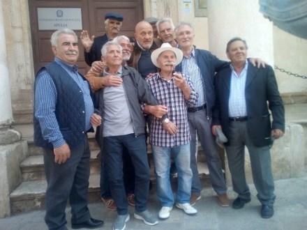 Paolo Fachechi con Claudio Bisio e altri attoriisio + altri attori