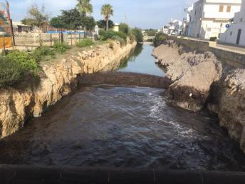 Canali ostruiti dalla posidonia a Torre San Giovanni