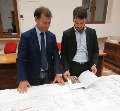 Il sindaco Giuseppe Tanisi e l'assessore Francesco Lezzi