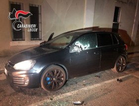 L'auto di Afendi dilaniata dai colpi in via Manzoni
