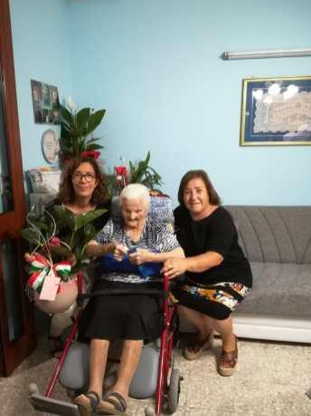 Maria Zingarello con il vice sindaco Giuseppina Maruccia e l'assessore Maria De Maria