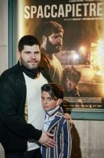 Salvatore Esposito e Samuele Carrino davanti al manifesto del loro film