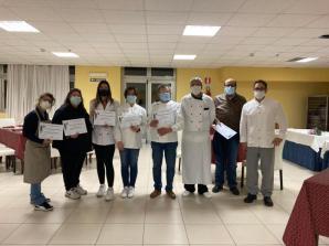 I partecipanti al corso di cucina per adulti