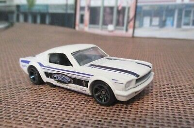 The mustang was starting to grow up. Hot Wheels Muscle Mania Series 1965 Ford Mustang Fastback 1 64 Diecast 2 25 Picclick