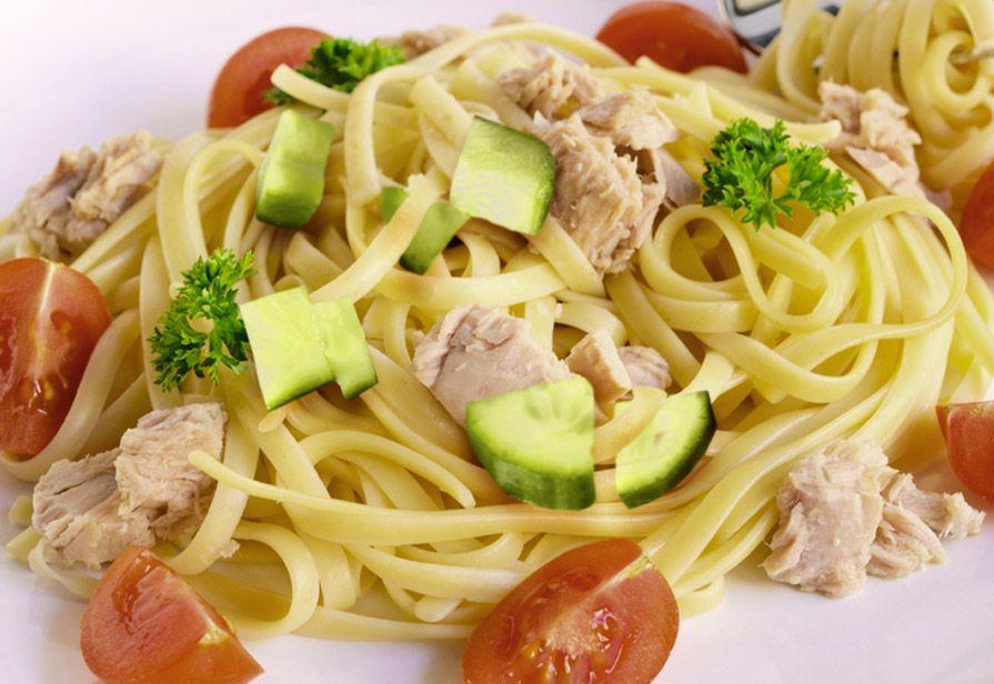 Spaghetti tonno e pomodori crudi
