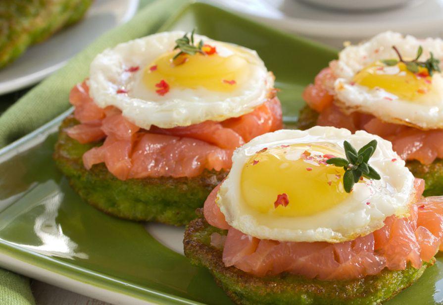 Pancake di piselli al salmone