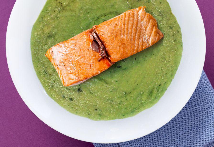 Salmone su vellutata di zucchine