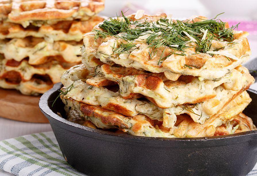 Waffle salati all'aneto