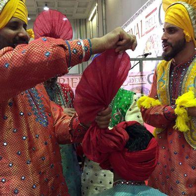 La vestizione dei danzatori del Punjab