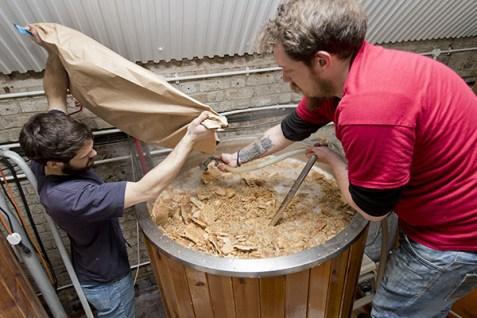 Una delle fasi di lavorazione della birra Toast