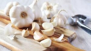 Sbucciare una testa di aglio in 30 secondi