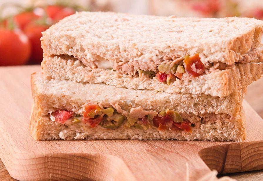 Sandwich al tonno e olive