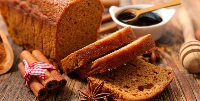 Gingerbread plumcake