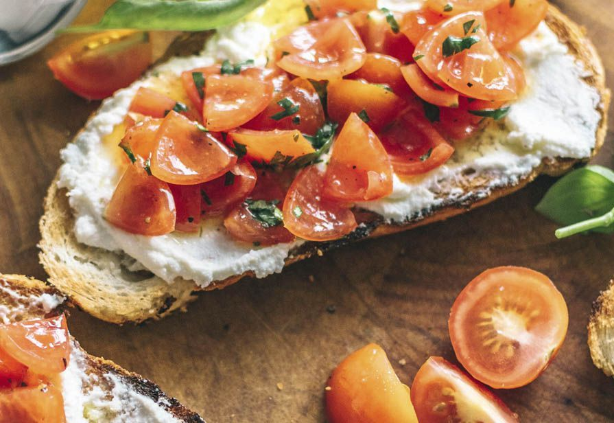 Crostoni ricotta e pomodorini