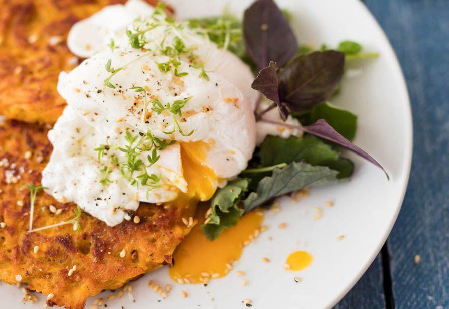 Frittelle al curry con uovo in camicia