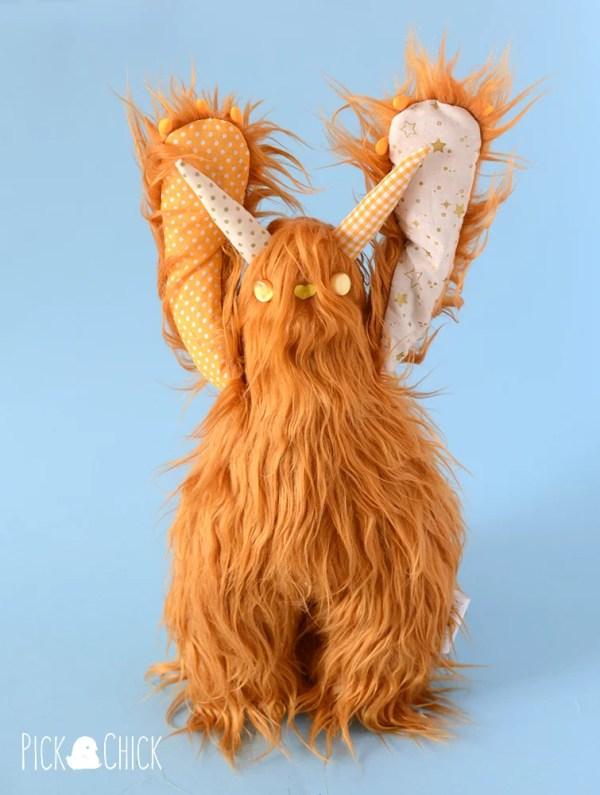 peluche monstruo mobbo marron