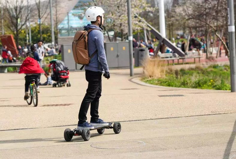 8eaac5b91d Best Electric Skateboard Under 500 Dollars For 2019 | Updated
