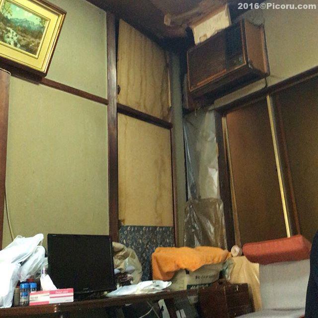初の定食屋古さがヤバイ(^_^;)二階が特に良い斜めになってるし