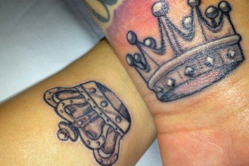 Inspirational Black And Red Color Ink King n Crown Tattoo Designs For Girls