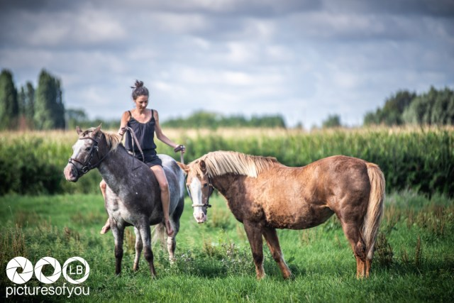 Clotilde et ses chevaux lifestyle par Laurent Bossaert Studio Pictures of You