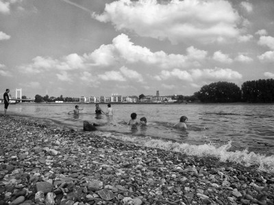 Leisure time at Rhine river near Cologne