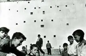 Street Photography - Figure to ground - Cartier Bresson