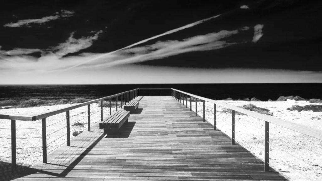Paesaggio marino bianco e nero filtro arancione