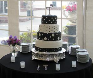 Red Black And White Wedding Cake Pictures With Roses Ideas