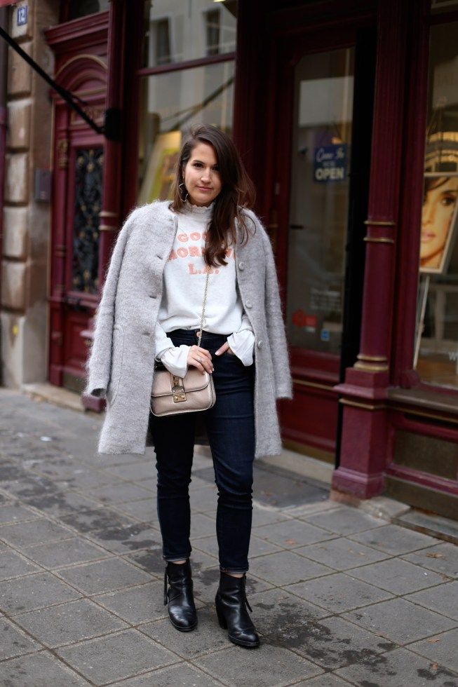 Relaxter Winterlook mit Good Morning L.A. Pullover
