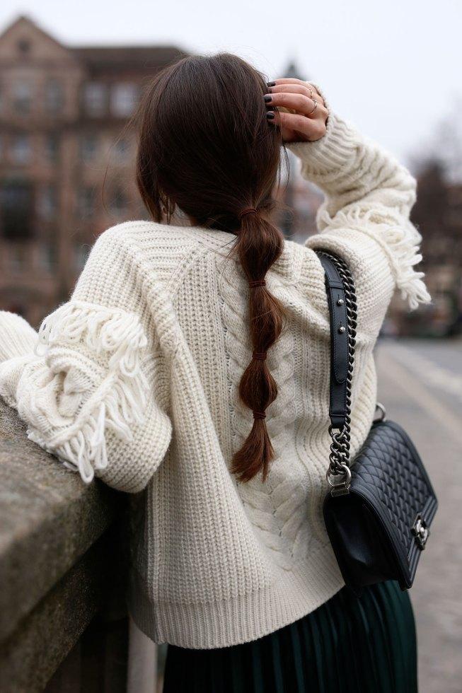 Plisseerock und Strick: 5 Outfit-Ideen für den Winter
