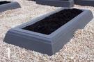 Tumši pelēka betona kapu apmale