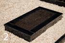 Melna granīta kapu apmale