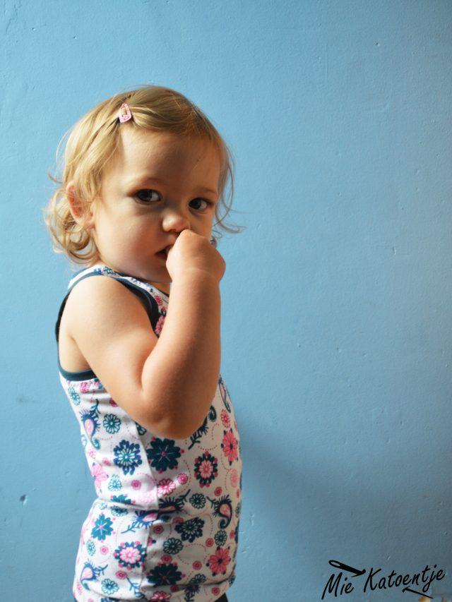 Free Fjara Baby Tank Top Pattern at www.pienkel.com, sewn by Mie Katoentje