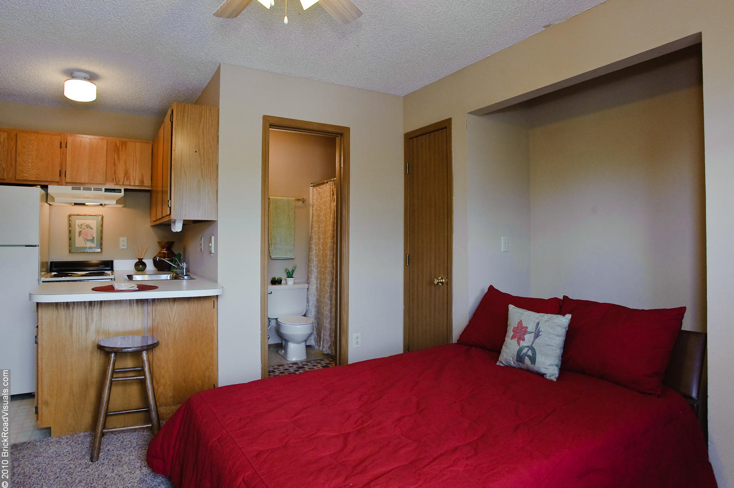 campus studio apartments - pierce properties nwa