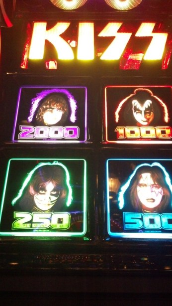 kiss-slotmachine_061913_04