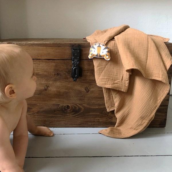 doudou-tigre-camel-double-gaze-coton-bio-oekotex-cadeau-naissance-bebe-carotteetcie